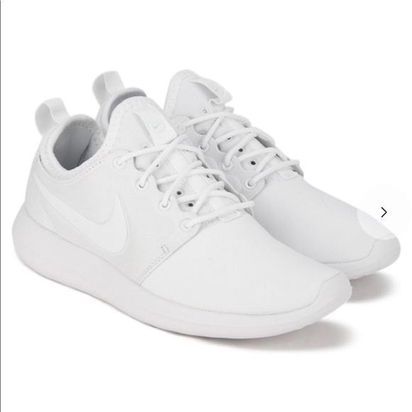 Women\u2019s White Nike Roshe Sneakers
